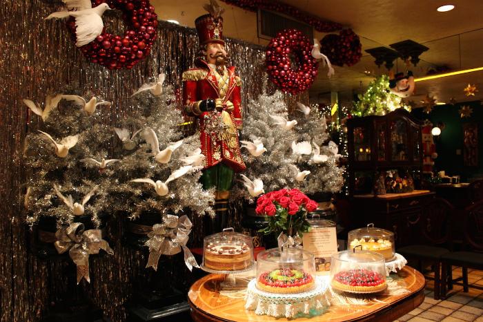 クリスマスムード満載の店内