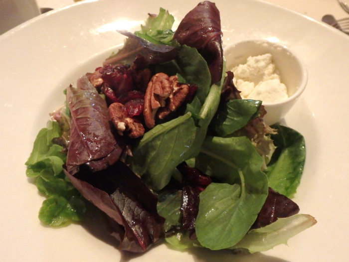 La Ferme前菜のサラダ