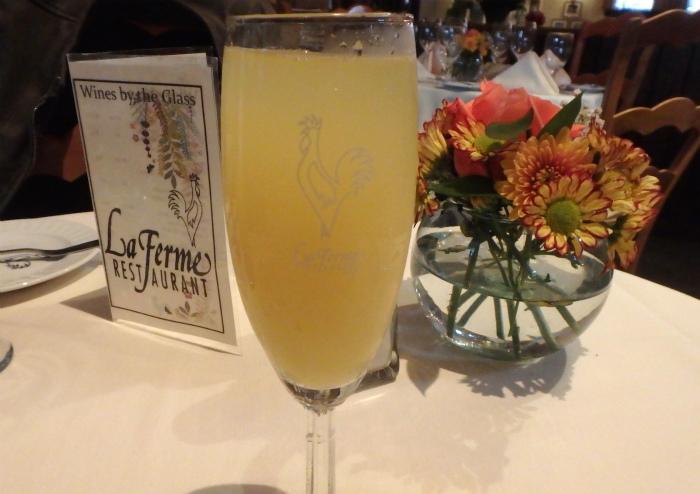 La Fermeでまずはミモザ