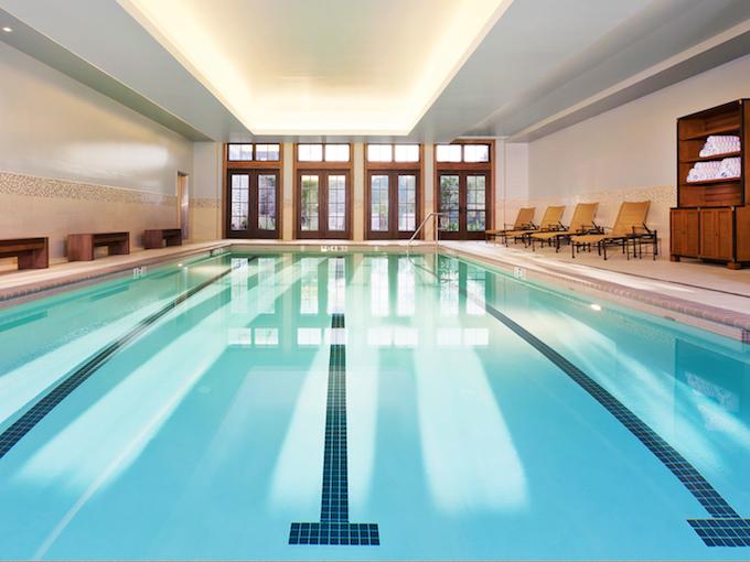 サラマンダーリゾートの室内プール