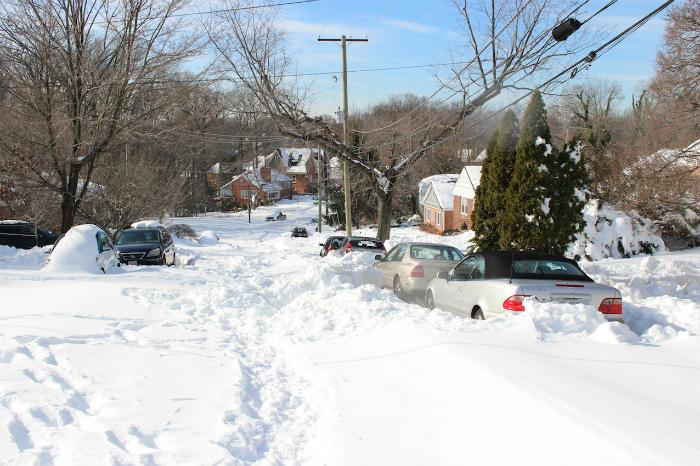 除雪車がまだ来てない道路