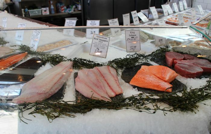 併設された魚市場