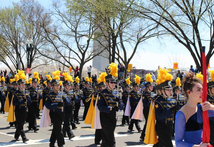 音楽隊によるパレード